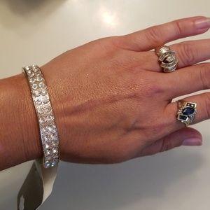Jewelry - Nwt Gold & Crystal Bracelet STUNNING!!!